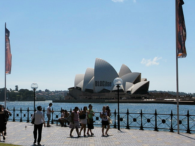 view in front of Museum of contemporary art - MCA - Sydney, Australia by BLOGitse