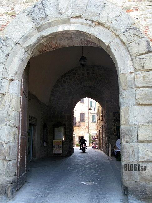 Lucignano Porta San Giusto, Italy by BLOGitse