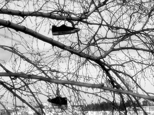 shoe tossing pic by BLOGitse
