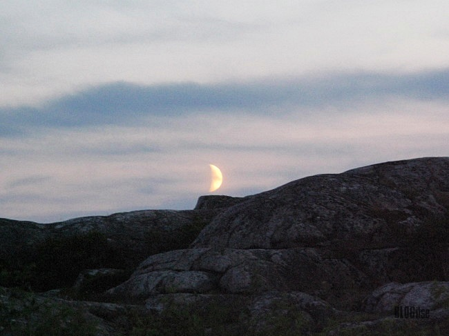 dancing moon Gullbringa Sweden by BLOGitse