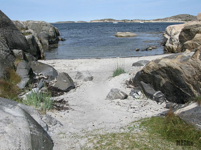 secret beach Gullbring Sweden by BLOGitse