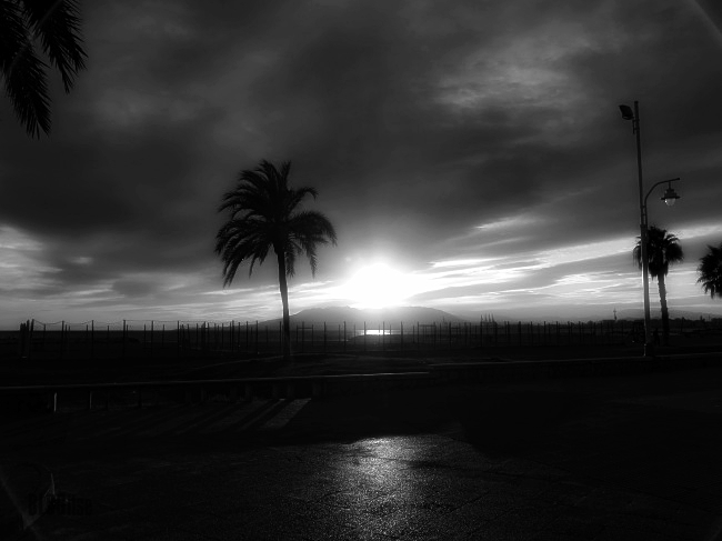 Malaga sunset bw by BLOGitse