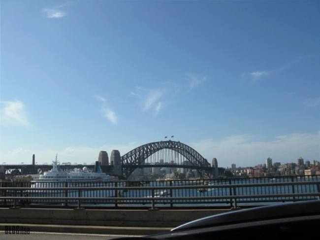 Sydney waiting by  BLOGitse